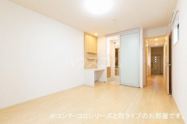 フォレスト 横須賀 01010号室のリビング