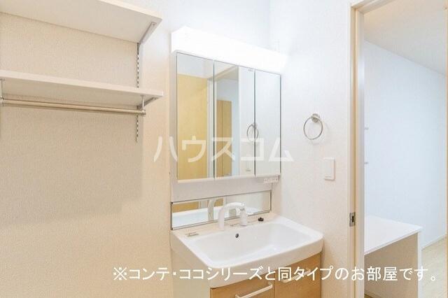 フォレスト 横須賀 01010号室の洗面所