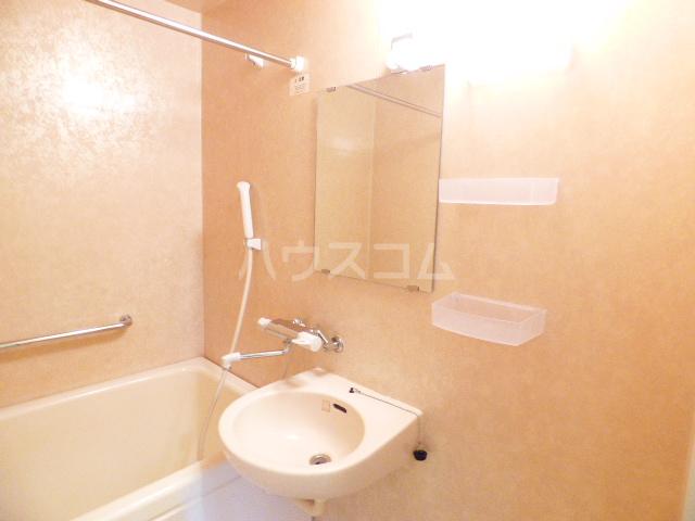 ベリーノ 205号室の風呂