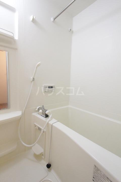 エバーハイツA 105号室の風呂