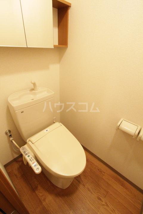 エバーハイツA 105号室のトイレ
