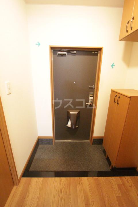 エバーハイツA 105号室の玄関