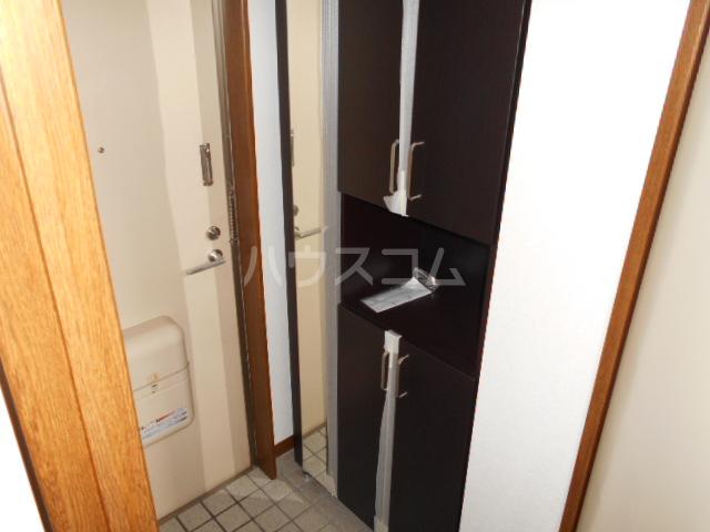 シャドロン 101号室の玄関