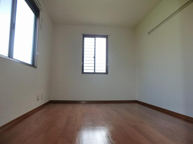 ジュネス美彩 102号室の居室