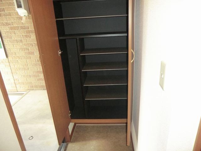 ジュネス美彩 102号室の玄関