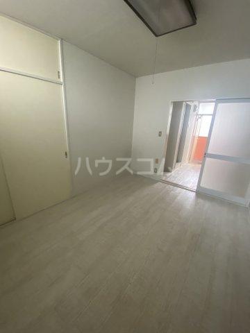 石川ハイツ 203号室のリビング
