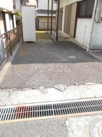第七秀月荘 201号室の駐車場