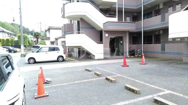 ヒヨシハイツ 303号室の駐車場