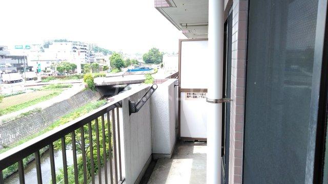 ヒヨシハイツ 303号室のバルコニー