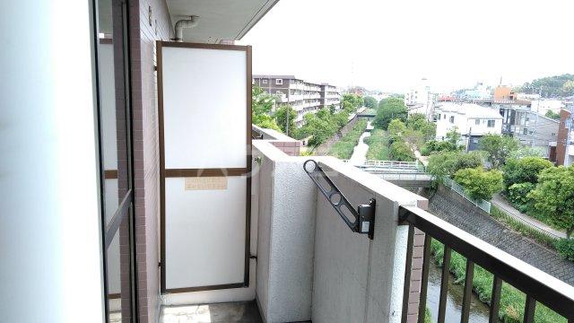 ヒヨシハイツ 404号室のバルコニー