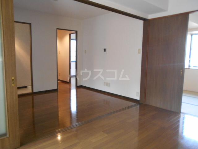 ウッドガーデン東戸塚A 101号室のリビング