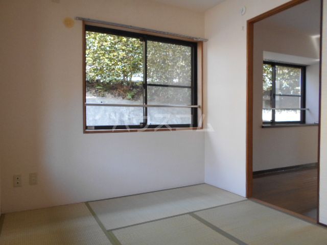 ウッドガーデン東戸塚A 101号室の居室