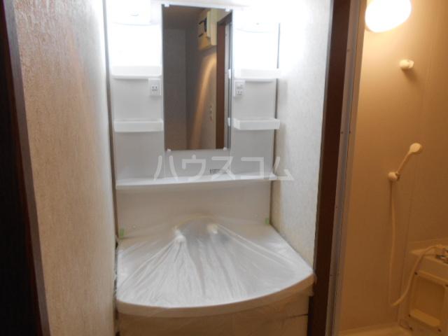 ウッドガーデン東戸塚A 101号室の洗面所