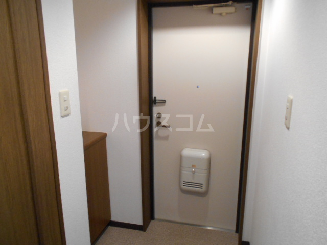 ウッドガーデン東戸塚A 101号室の玄関