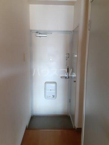 ブルーグレース八景 303号室の玄関