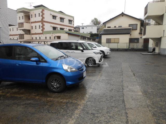 マンション築山(第2) 201号室の駐車場
