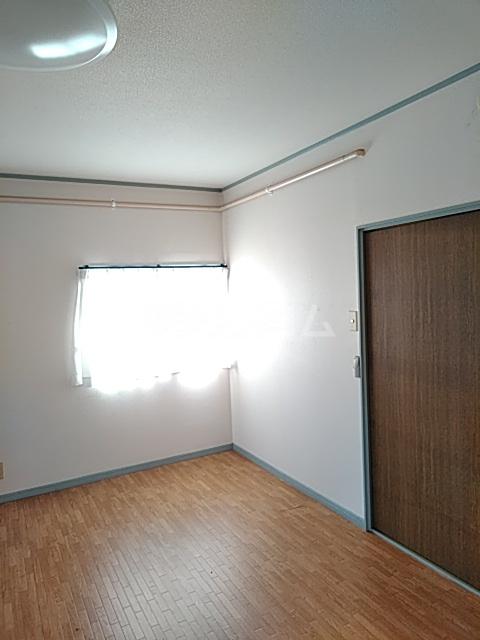 奥山ビル 303号室のリビング