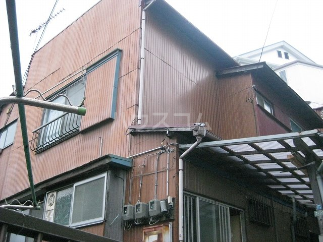奥山アパート A 102号室のエントランス