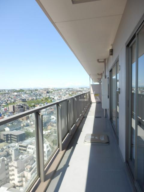 横浜ヘリオスタワー 1805号室のバルコニー