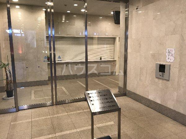 横浜ヘリオスタワー 1805号室のエントランス