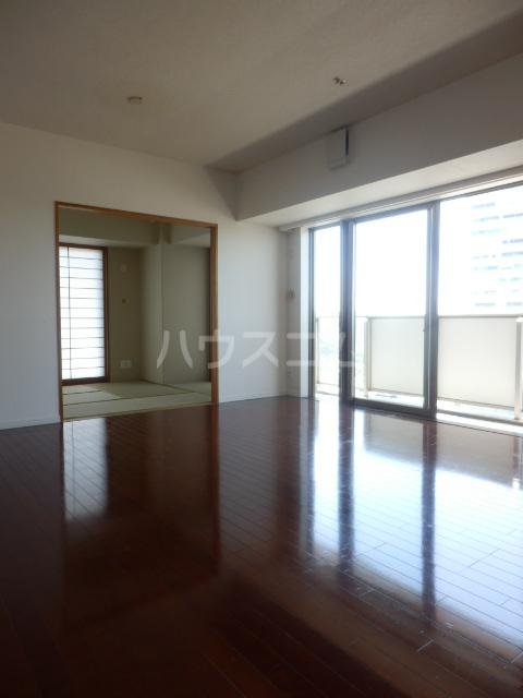横浜ヘリオスタワー 1805号室のリビング