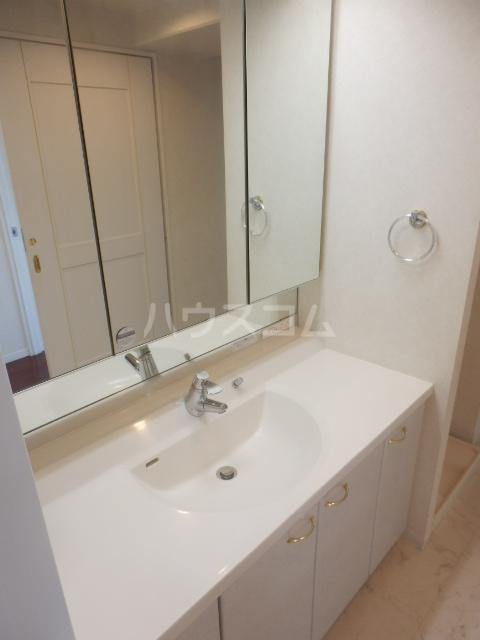 横浜ヘリオスタワー 1805号室の洗面所