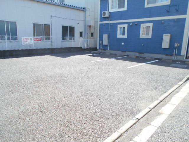 ソレアード二番館 02030号室の駐車場