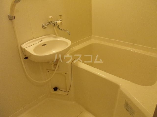 ベルシオン2 102号室の洗面所