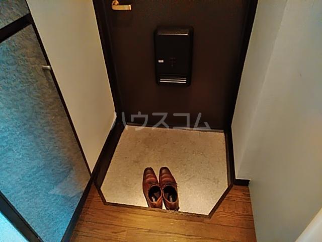 ベイハウス 202号室の玄関