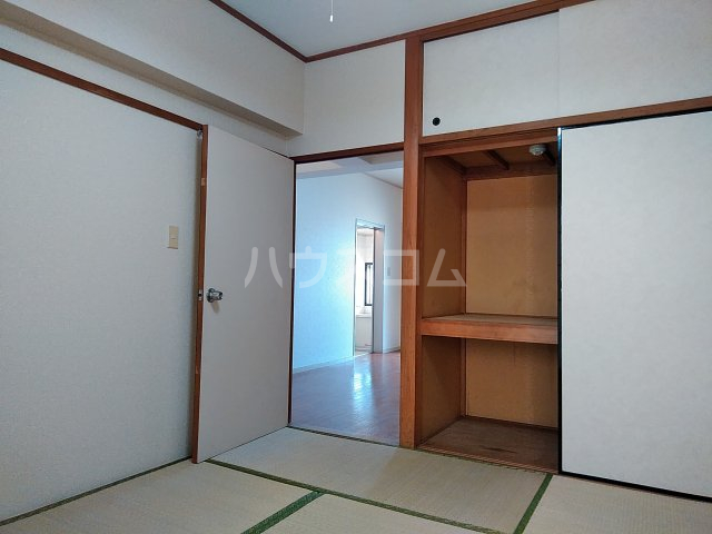 ヴィラ新磯野 201号室の玄関