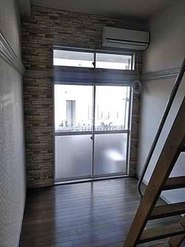 レオパレス港南中央 101号室のリビング