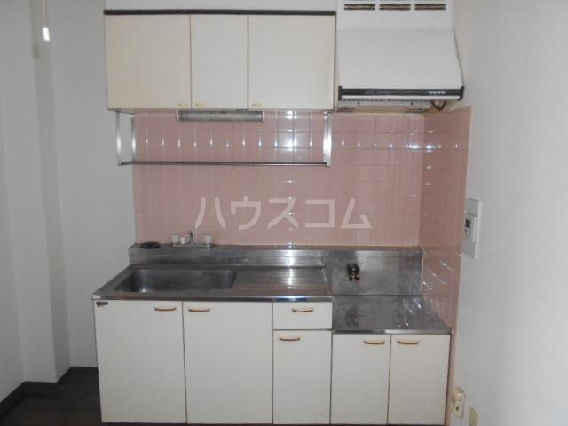 ヒヨシハイツ 204号室のキッチン