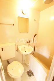 ドルフィン鎌倉Ⅱ 204号室の洗面所