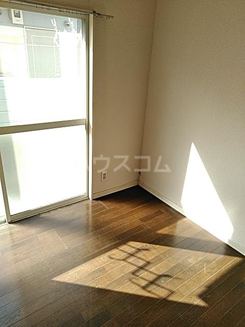 パレス井土ヶ谷 105号室の居室