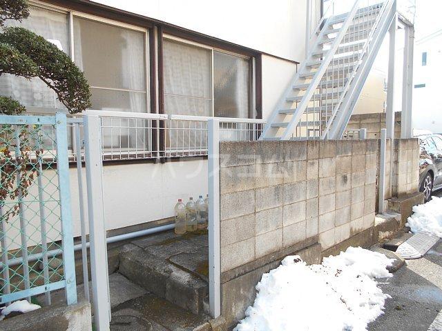 松山コーポ 201号室のエントランス