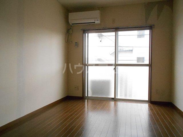ヤガラハイツ 205号室のリビング