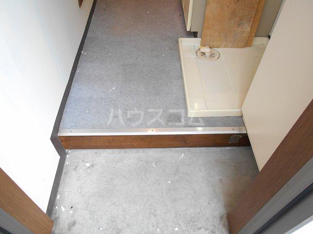 ヤガラハイツ 205号室の玄関