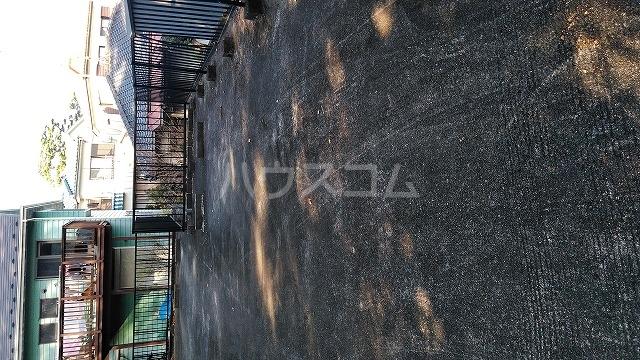グラフィックスギャラリー 2-A号室の駐車場