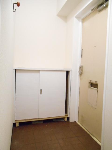 サニーホームズA 203号室の玄関