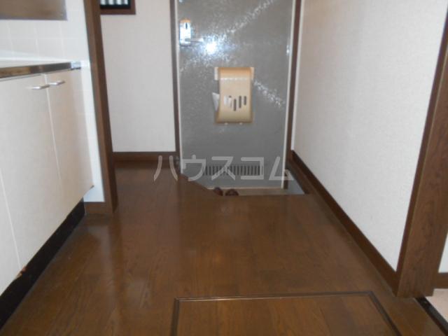 プチハウス 1-A号室の玄関