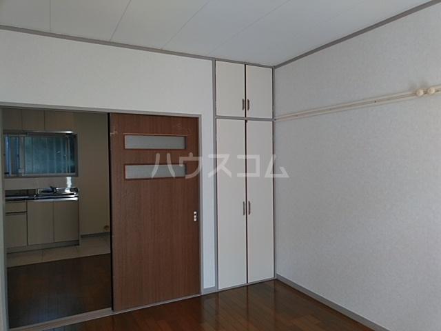 ホワイトウッドA 102号室の居室