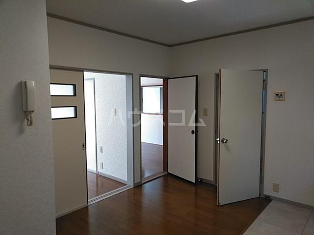 ホワイトウッドA 102号室のリビング