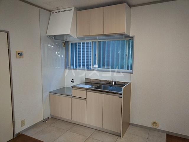ホワイトウッドA 102号室のキッチン