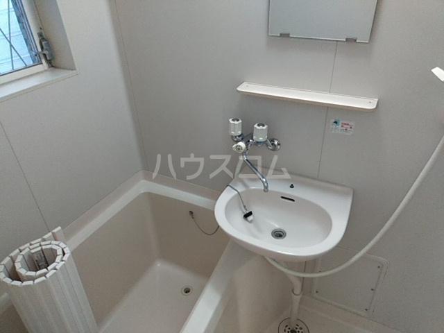 ホワイトウッドA 102号室のトイレ