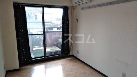 湘南金沢文庫ハイツ 303号室のリビング