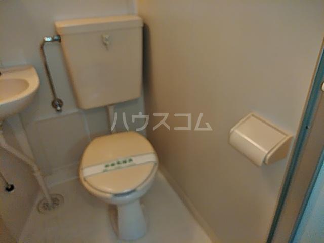 アルカディア岩井 0101号室のトイレ