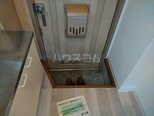 アルカディア岩井 0101号室の玄関