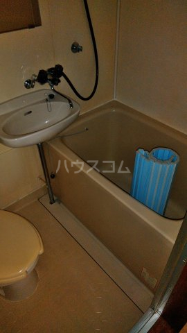 メゾンド・弘明寺 302号室の風呂