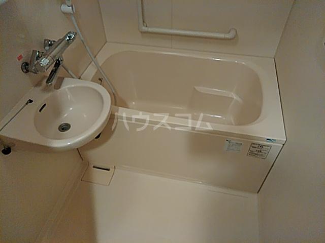 Ysトレゾワ関内 402号室の風呂