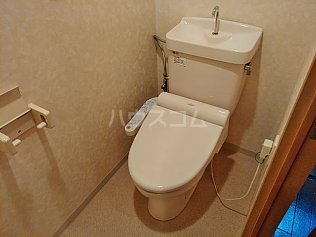 Ysトレゾワ関内 402号室のトイレ